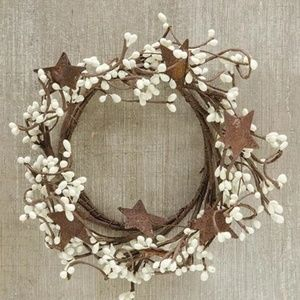 """Other - Cream Pip Berry 8"""" Ring With Rustic Stars"""